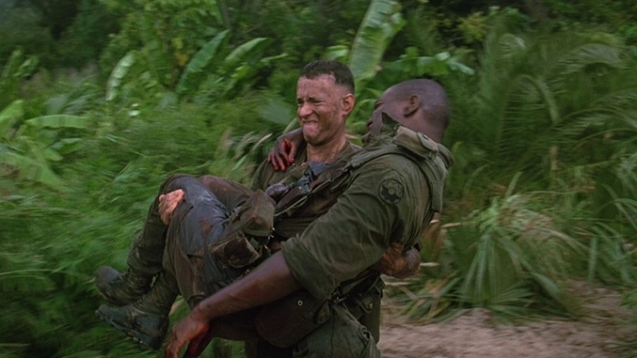 forrest gump tries to save bubba in vietnam war movie